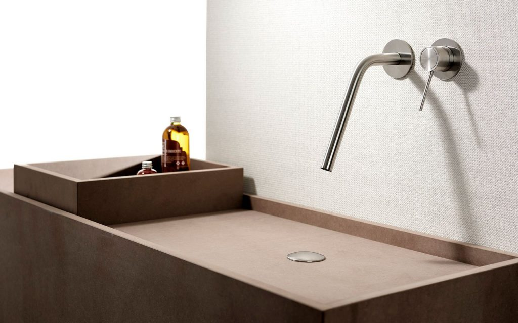 Rubinetti in acciaio Inox per un bagno moderno